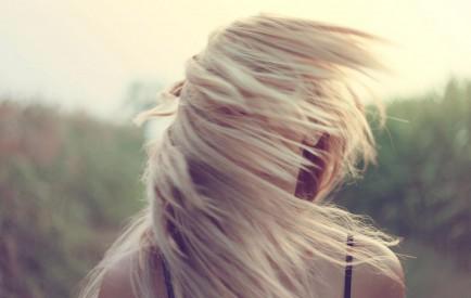 Cheveux blonds et châtain clair, comment préserver et raviver votre couleur naturelle cover