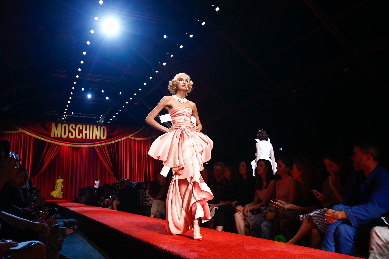 Chic Barbie Dolls chez Moschino