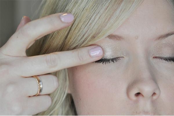 Back to Basics, le makeup parfait du bout des doigts eyeshadow