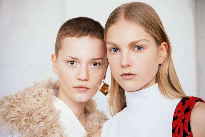 middle part beauty trends SS2017