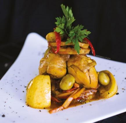 Tajine de Tchekchouka de Poulet aux Olives (Façon Basquaise)